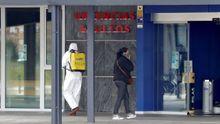 Trabajos de desinfección en el Hospital Universitario Central de Asturias (HUCA). ARCHIVO