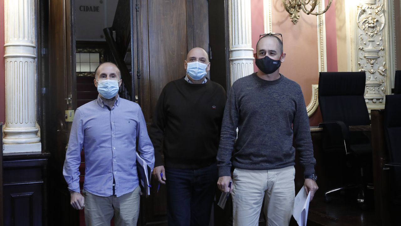 Gonzalo Pérez Jácome, Armando Ojea y Telmo Ucha, en una reunión de la Junta de Gobierno Local, que componen los tres