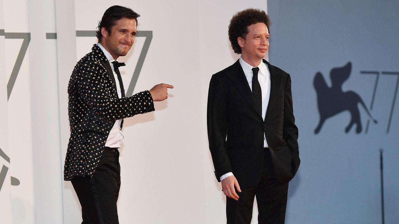 paseo muro de san lorenzo gijon.El director mexicano Michel Franco (a la derecha) y el actor Diego Boneta, a su llegada a la presentación en Venecia de su filme «Nuevo orden»