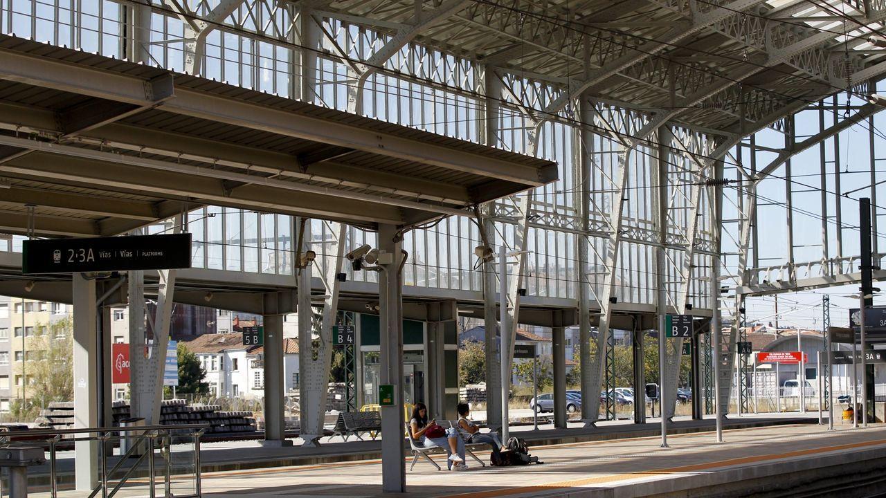 Suciedad en los trenes Vigo-A Coruña.El tren laboratorio Séneca, en el recorrido de alta velocidad entre Olmedo (Valladolid) y Zamora, en las proximidades de Toro