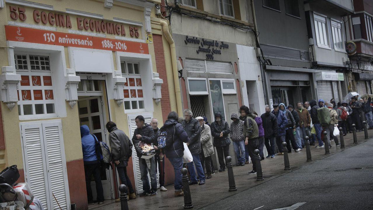 Colas ante la Cocina Económica de A Coruña