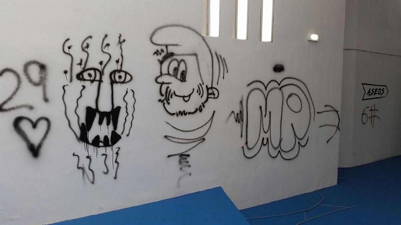 Pintadas y desperfectos enun local de la empresa Parkour.Proyecto «Bosque y Valle», ganador del concurso de ideas para el Bulevar de Santuyano