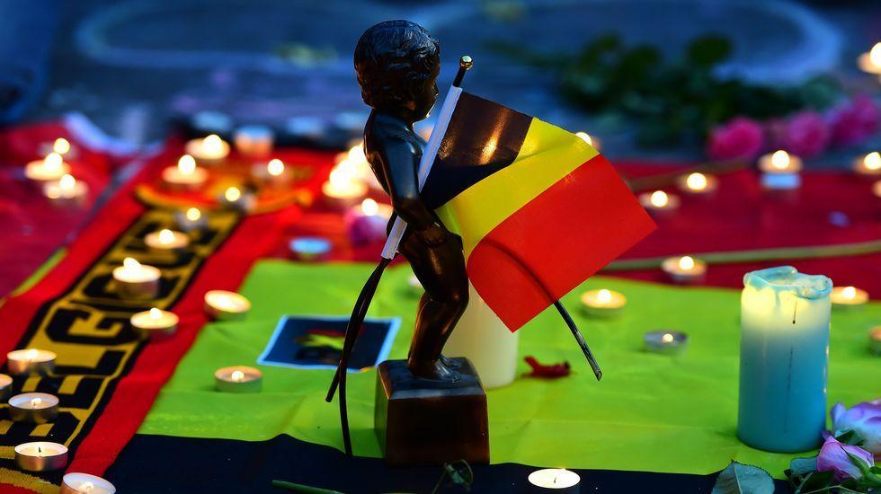 Un Manneken Pis en un homenaje a las víctimas en Bruselas.