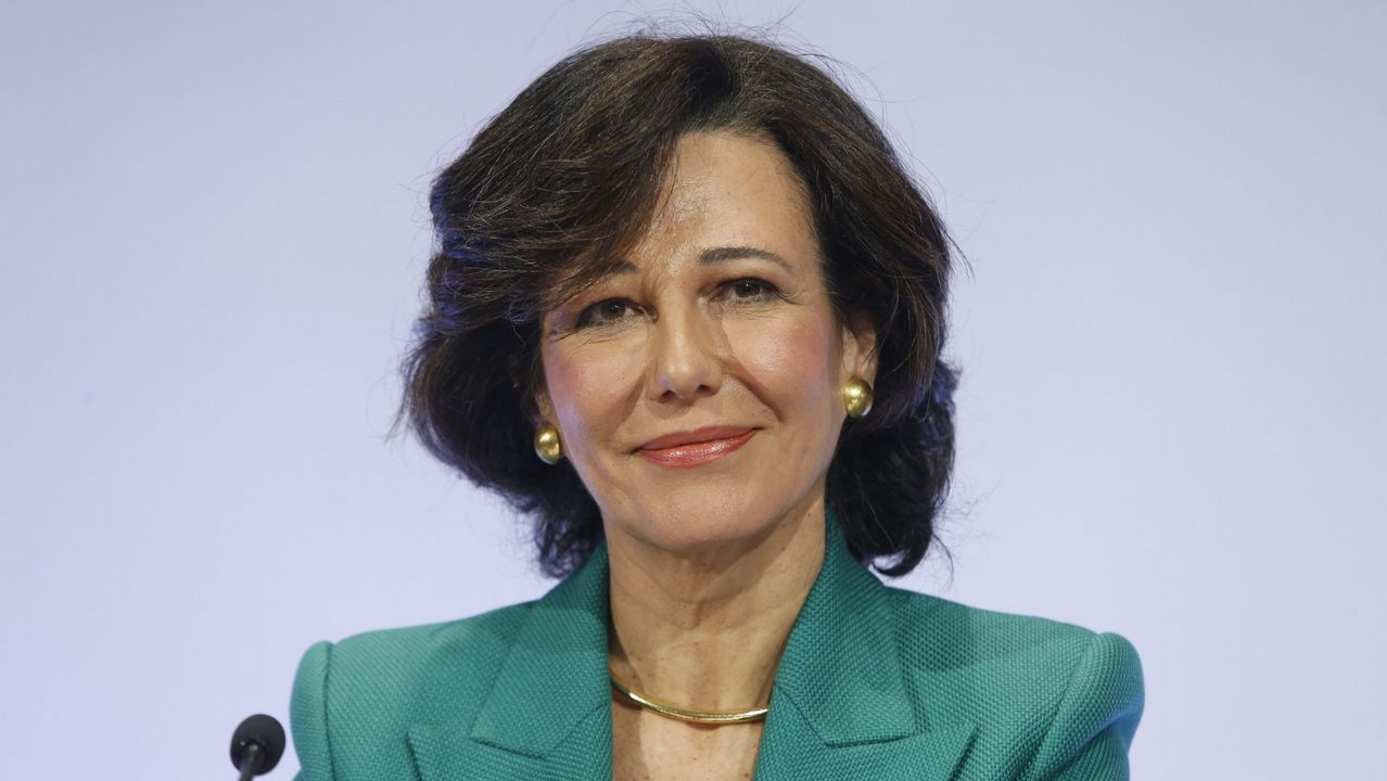 El PP se reafirma en la variante de Carballo y carga contra Sánchez.8. ANA BOTÍN. Presidenta de Banco Santander. Con 58 años de edad, es la única española de la lista de Forbes. En el ámbito de las Finanzas e Inversiones, Botín se encuentra en segundo lugar, después de Abigail Johnson.