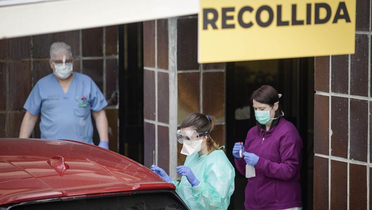 El  CHUO habilitó el sistema para hacer la prueba de coronavirus desde el coche, similar a la de los establecimientos de comida rápida.