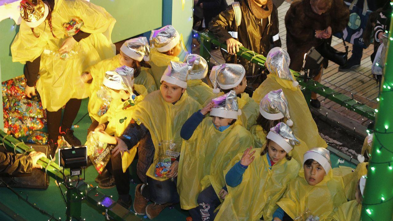 Vista de la nieve caída en ela zona limítrofe entre León y Asturias, en el Puerto de Pajares (León). El temporal de nieve y frío mantiene hoy en alerta a doce comunidades autónomas por temperaturas gélidas, intenso oleaje y nevadas en cotas muy bajas que dejarán hasta 30 centímetros de espesor, según informa la Agencia Estatal de Meteorología (Aemet) en su página web