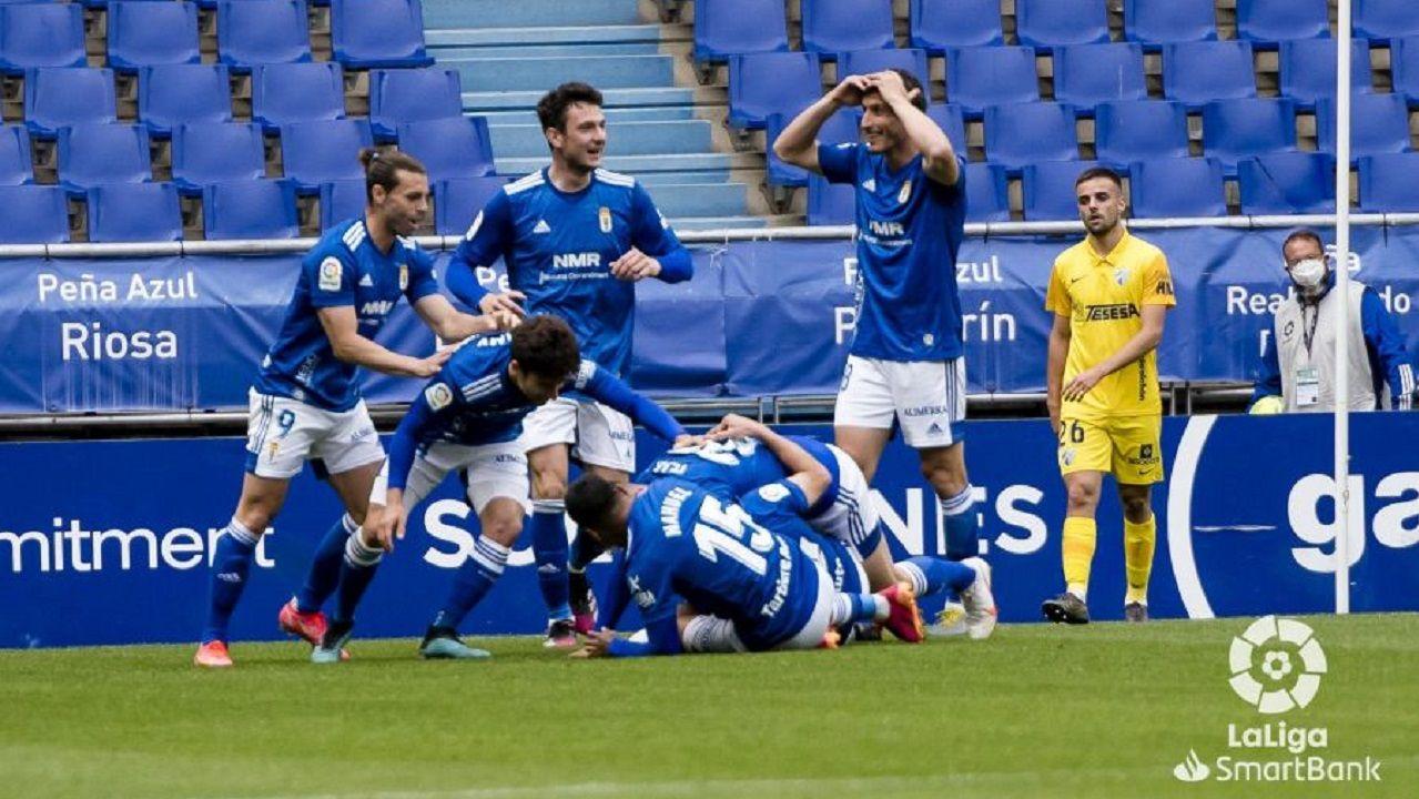 gol Lucas Ahijado Real Oviedo Malaga Carlos Tartiere.Los futbolistas del Real Oviedo celebran el gol de Lucas ante el Málaga