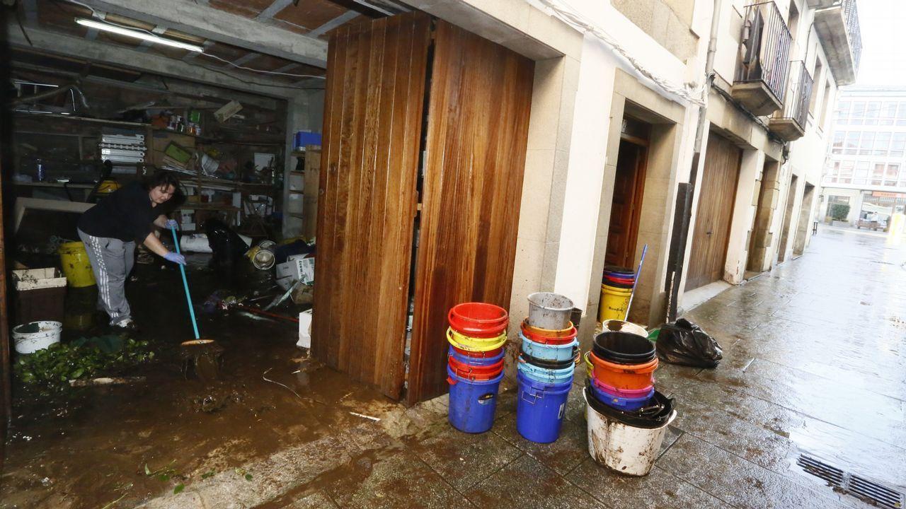 Tareas de limpieza en Viveiro tras la tromba de agua