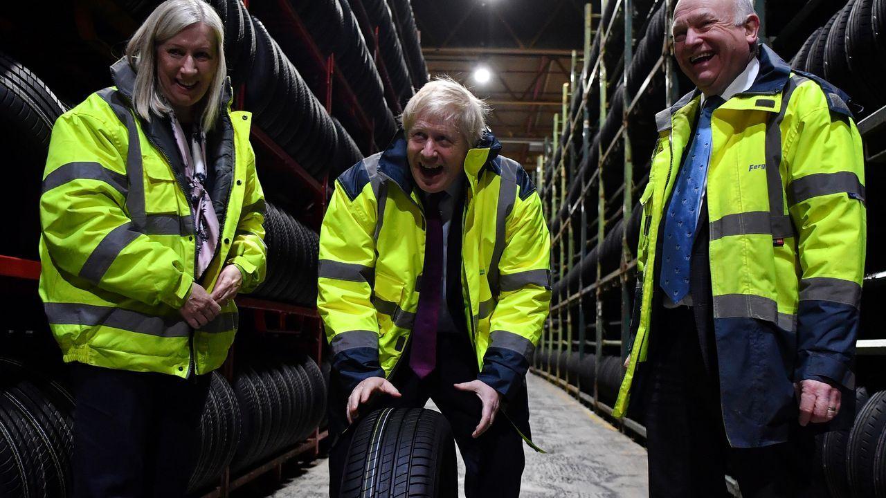 Boris Johnson hizo campaña en una fábrica de neumáticos en Suderland