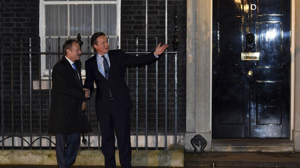 Rajoy le dice a Cameron que «lo más probable es que tengamos nuevas elecciones el 26 de junio».Tusk (izquierda) y Tsipras (derecha)