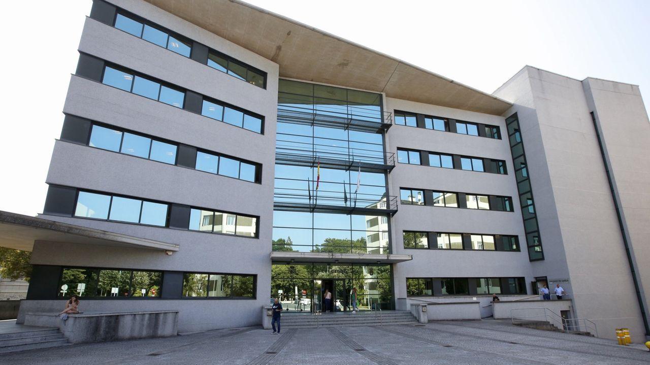 Un camión vuelca en A Fonsagrada y deja atrapado a su conductor.Edificio de los juzgados de Lugo, en una foto de archivo, donde está previsto el juicio