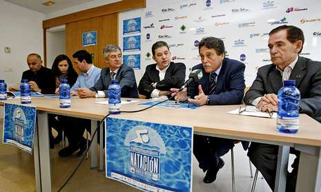 El presidente de la Federación Española, Fernando Carpena (centro), asistió a la presentación.
