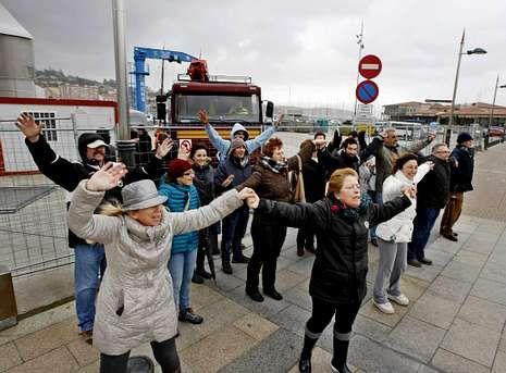 Protestas de los trabajadores de TVE en el Canal 24 horas.El grado de conflictividad en el puerto de Sanxenxo alcanzó uno de sus puntos más fuertes en febrero.