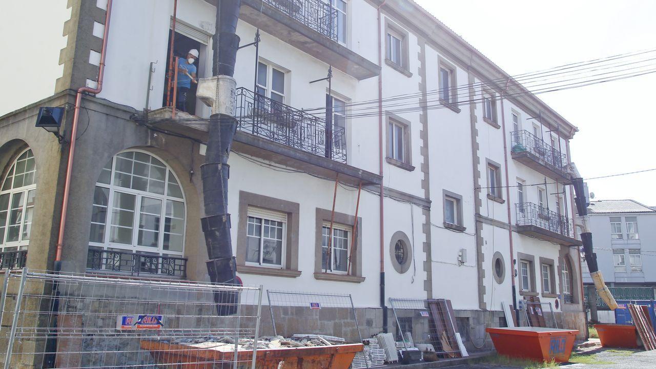 Los obreros ya han comenzado a demoler el interior del edificio, ubicado frente a la Casa do Patín