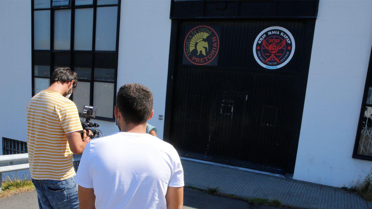 Entrada al gimnasio de Meicende, en Arteixo, donde se han registrado al menos 18 contagios