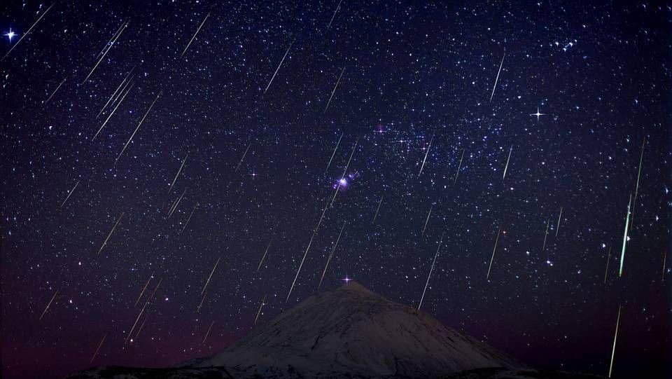 Lluvia de estrellas fugaces Gemínidas sobre el Teide.