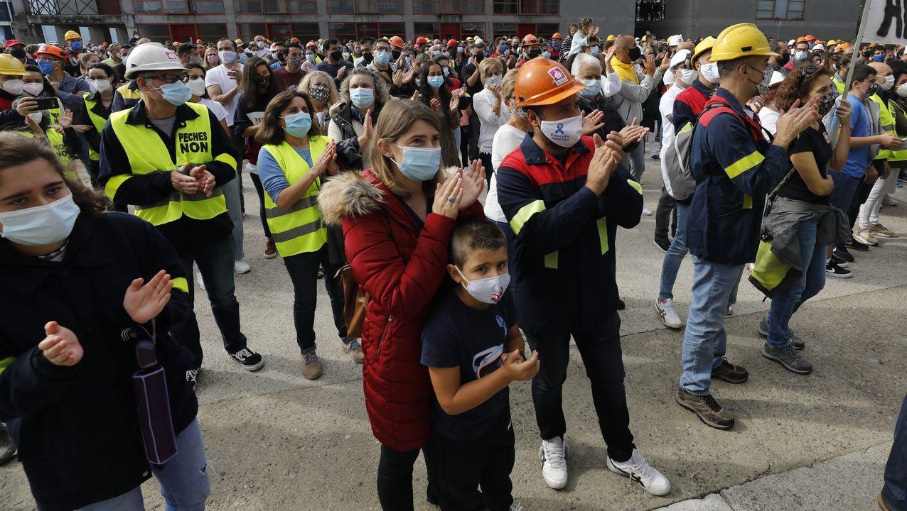 Cribado masivo en Viveiro.Imagen tomada durante una manifestación celebrada en Burela para rechazar los 534 despidos anunciados por Alcoa para la fábrica de San Cibrao