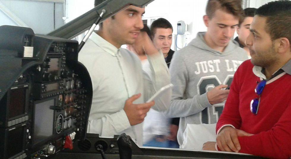 Los alumnos portugueses recorrieron las instalaciones del INTA y el resto del aeródromo.