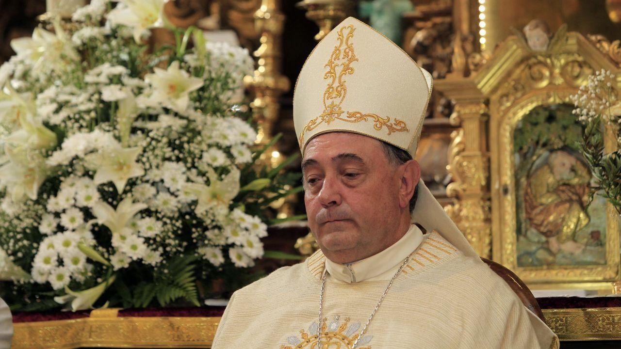 Funeral en la catedral de Mondoñedo por las víctimas del covid-19.Tintorería Chantres