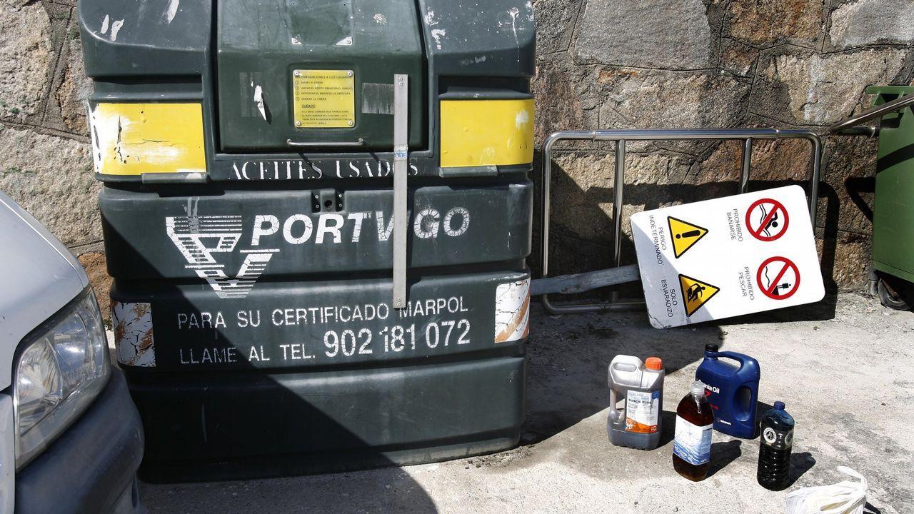 Depósito para la recogida de aceite usado en el puerto de Camelle