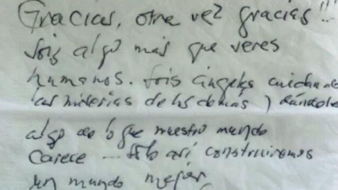 Fotografía del mensaje de agradecimiento que un residente dejó a los sanitarios de Piñor