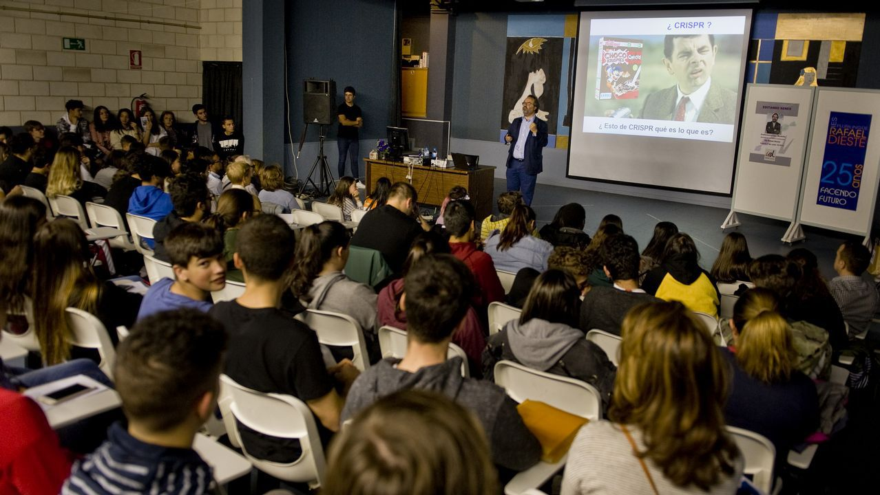 montoliu.El científico impartió una charla en el IES Rafael Dieste un día antes de su conferencia en Naukas Coruña