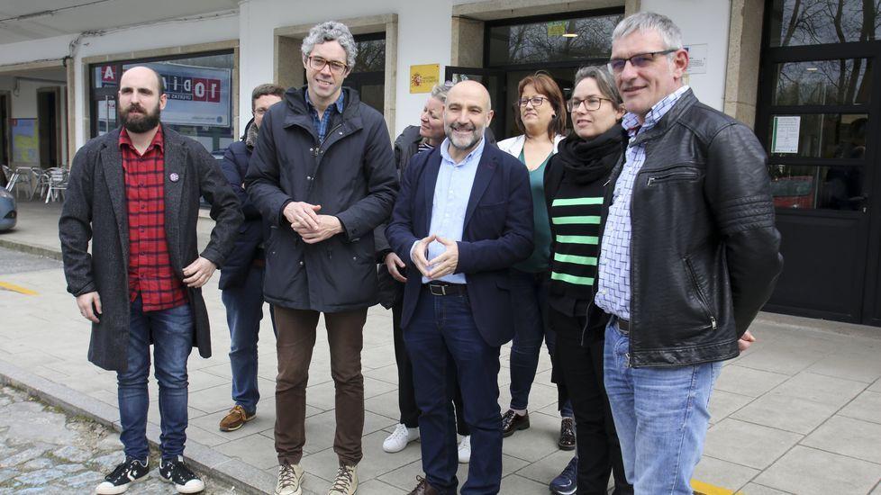 Así transcurrió en Ferrol la First Lego League.El diputado Néstor Rego estuvo acompañado en la estación de tren por representantes del BNG en la comarca