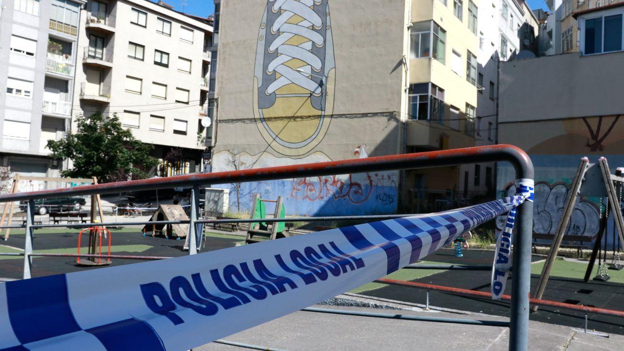 Cordón de la policía local debido a la expansión de los casos de Covid por el ocio nocturno. Parque de la Zapatilla.