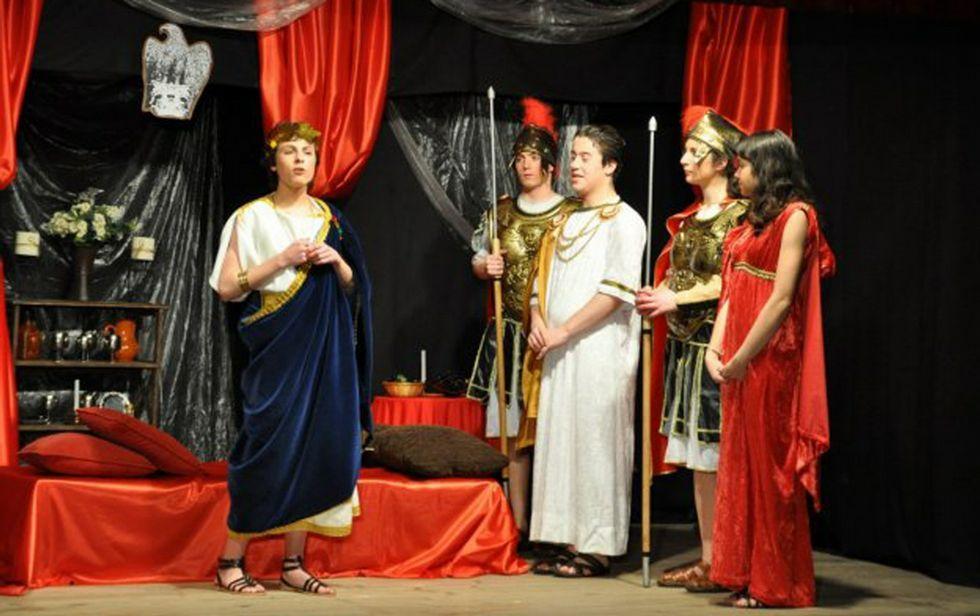 Los protagonistas de «El final del camino».Una de las primeras actuaciones de Clámide, de donde salieron varios actores ahora profesionales.