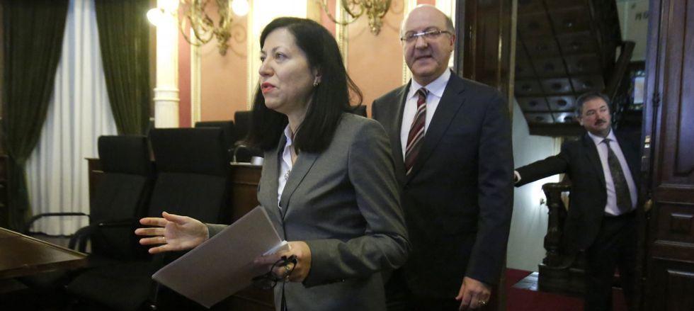La concejala de Urbanismo y el alcalde socialista de Ourense comparecieron para dar explicaciones sobre la renuncia de Soto.