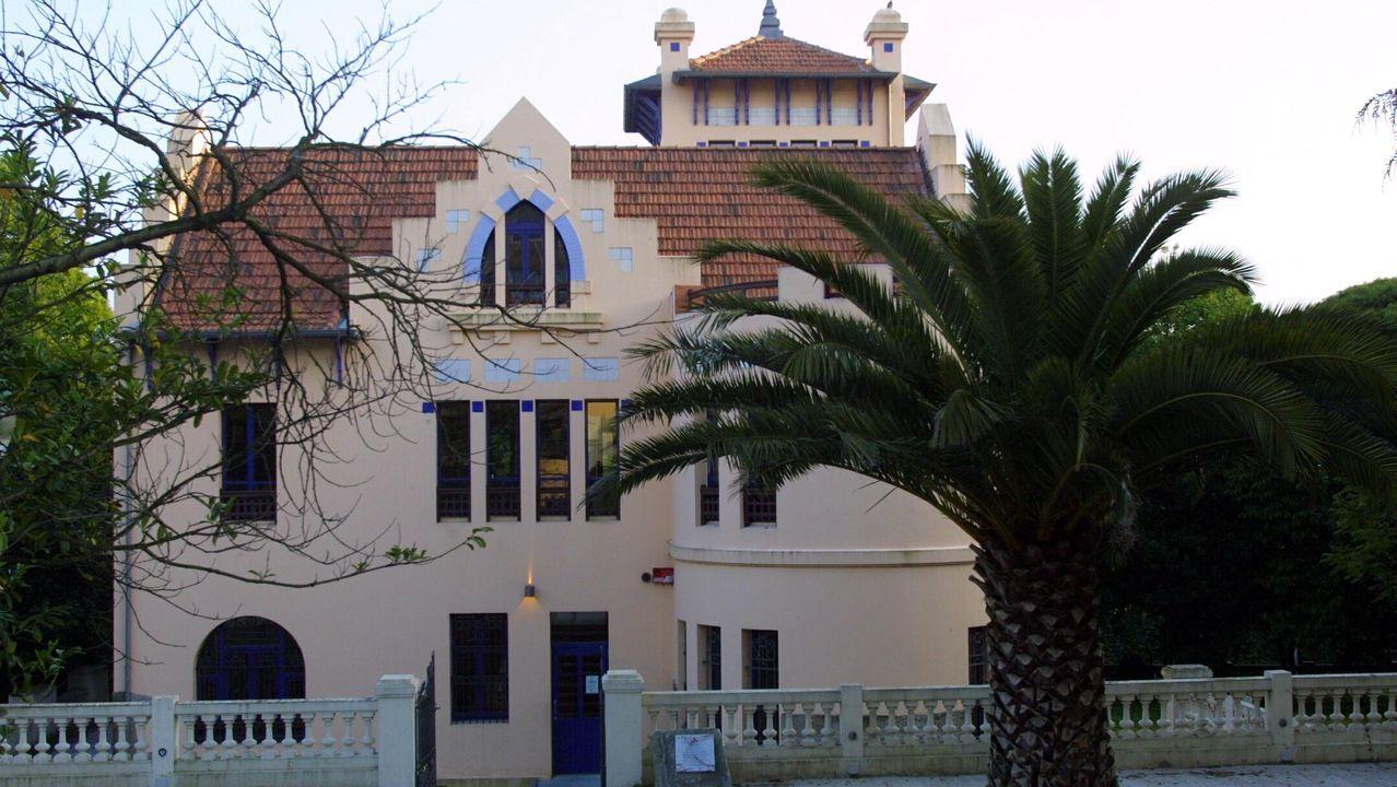 Chalé Rialeda. Se salvó, y es la Biblioteca Municipal de Oleiros