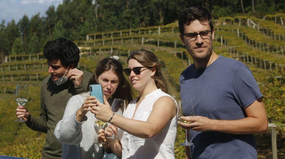 El pulpo reina en el San Froilán.La oferta turística de otoño en la comarca incluye visitas a bodegas como esta en Mar de Frades, en Meis