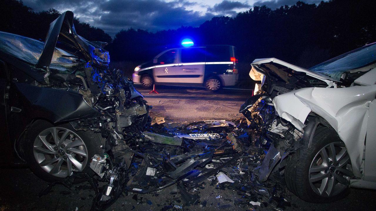 Accidente en la LU-111 en Feira do Monte, Cospeito, con un herido de gravedad