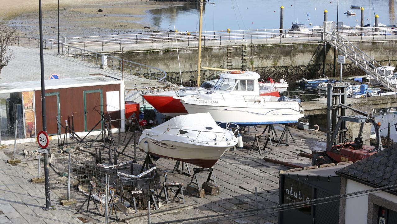Las imágenes del 8M en Ferrol.La F-105 entró al puerto luso en su tránsito hacia Italia