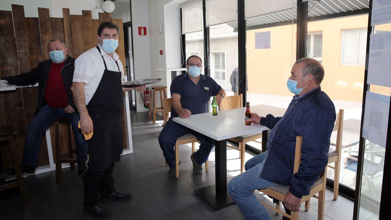 Javier Molinos considera que en el interior del local es más fácil vigilar a los clientes