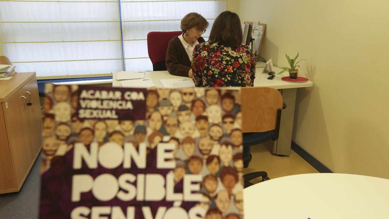 Tesoros en el trastero de María Pita.A la derecha, Rubén Mella, con dos de sus socios en Osigris