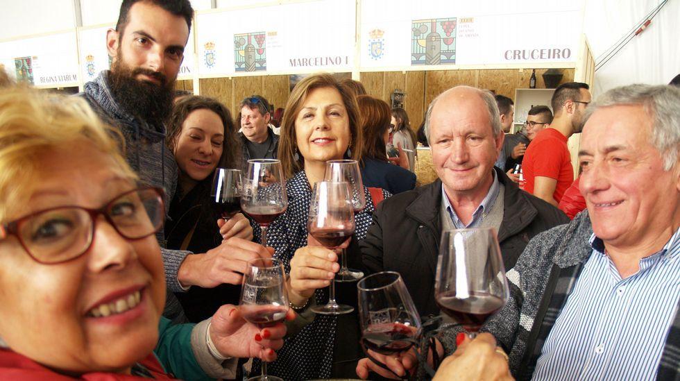 Imágenes que dejó la primera jornada de la Feira de Amandi.Los alcaldes de Ferrol, Jorge Suárez, y Santiago, Martiño Noriega