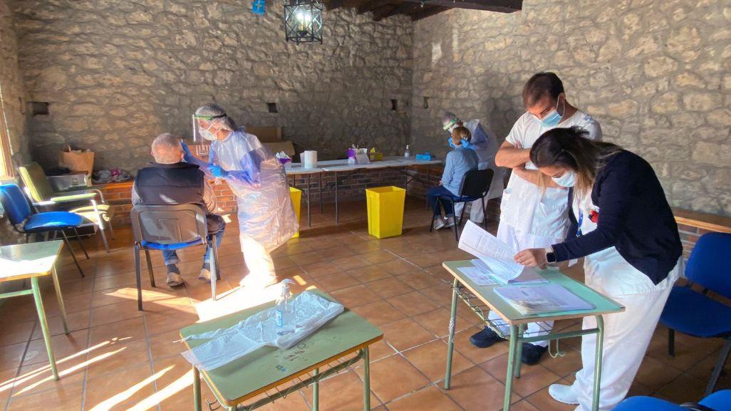 La toma de muestras para las PCR en el concejo de Ponga