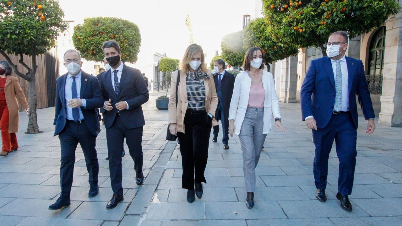 Concentración en contra do cambio climático en Vilagarcía.El alcalde Bugallo junto a otros alcaldes de las Ciudades Patrimonio y la ministra de Turismo, Reyes Maroto