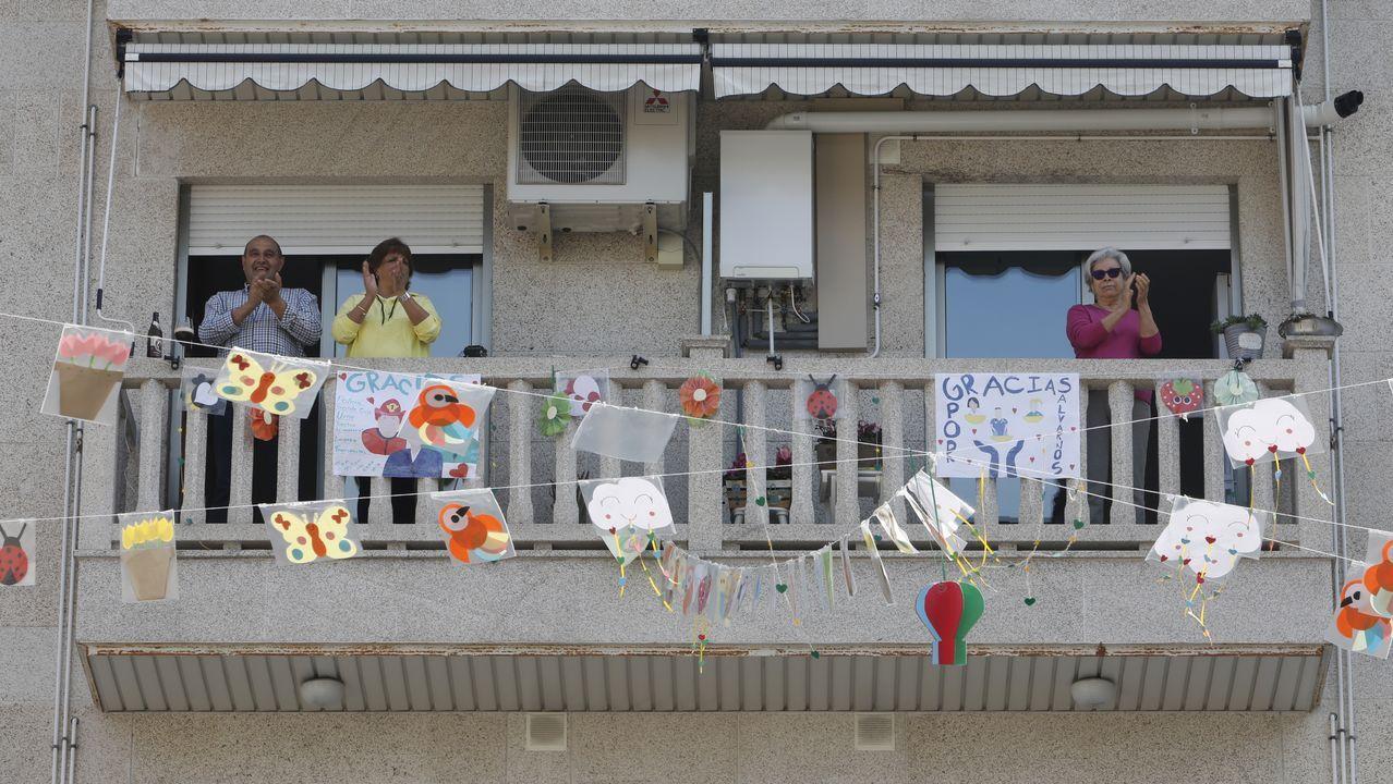 La vida de Ourense en sus balcones.Actuación de la orquesta Salsarena.