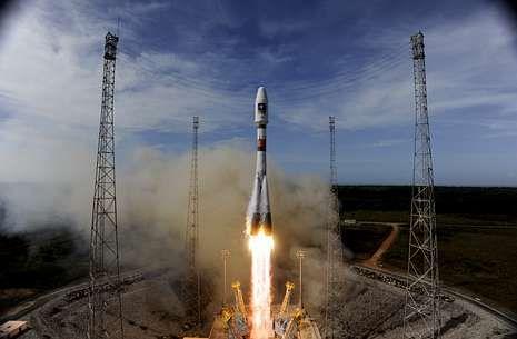 Se acopla con éxito la nave Soyuz a la Estación Espacial Internacional.El lanzamiento del cohete «Soyuz» con los dos satélites europeos Galileo fue a finales de agosto.