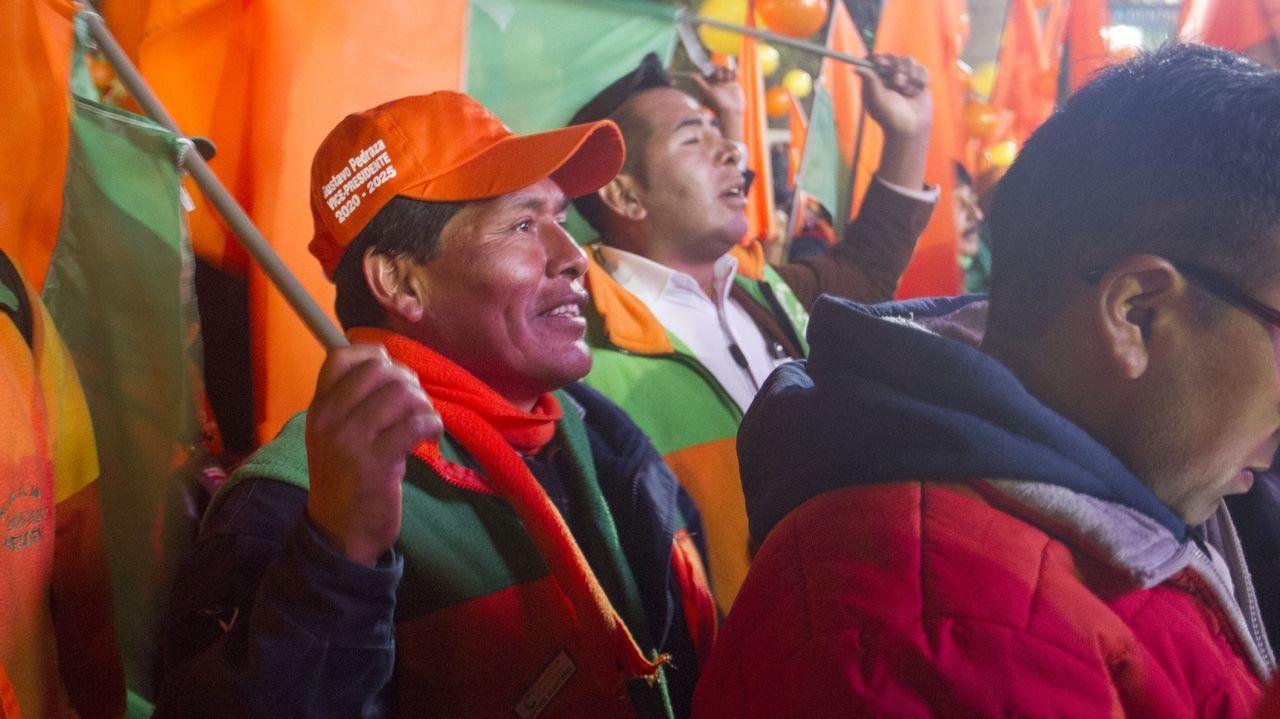 Seguidores de Carlos Mesa, en el mitin de cierre de campaña celebrado en la plaza San Francisco de La Paz