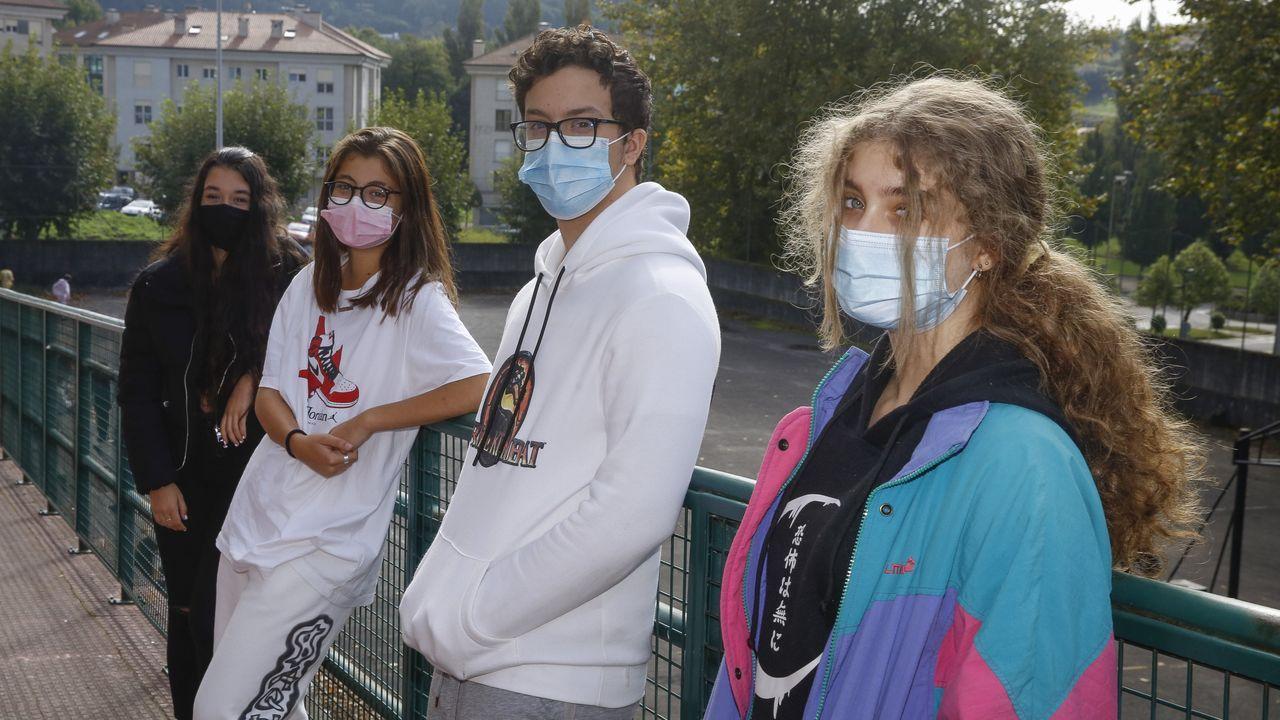 Dos alumnas de 4.º de la ESO del Antonio Fraguas junto a dos compañeros de 1.º de BAC con semipresencialidad