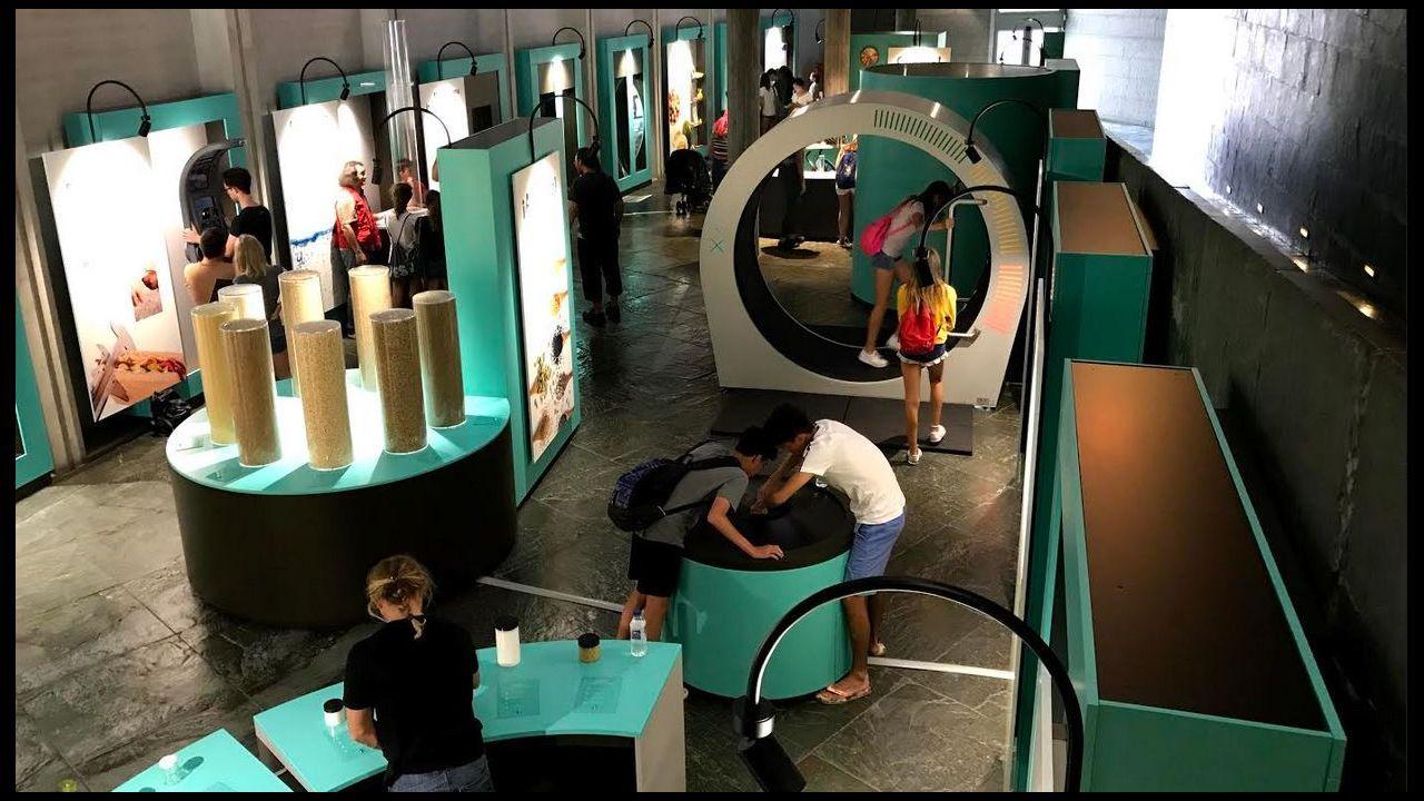 Pablo Junceda.A exposición consta de catorce módulos interactivos para achegarnos de forma lúdica, informativa e educativa á nutrición humana