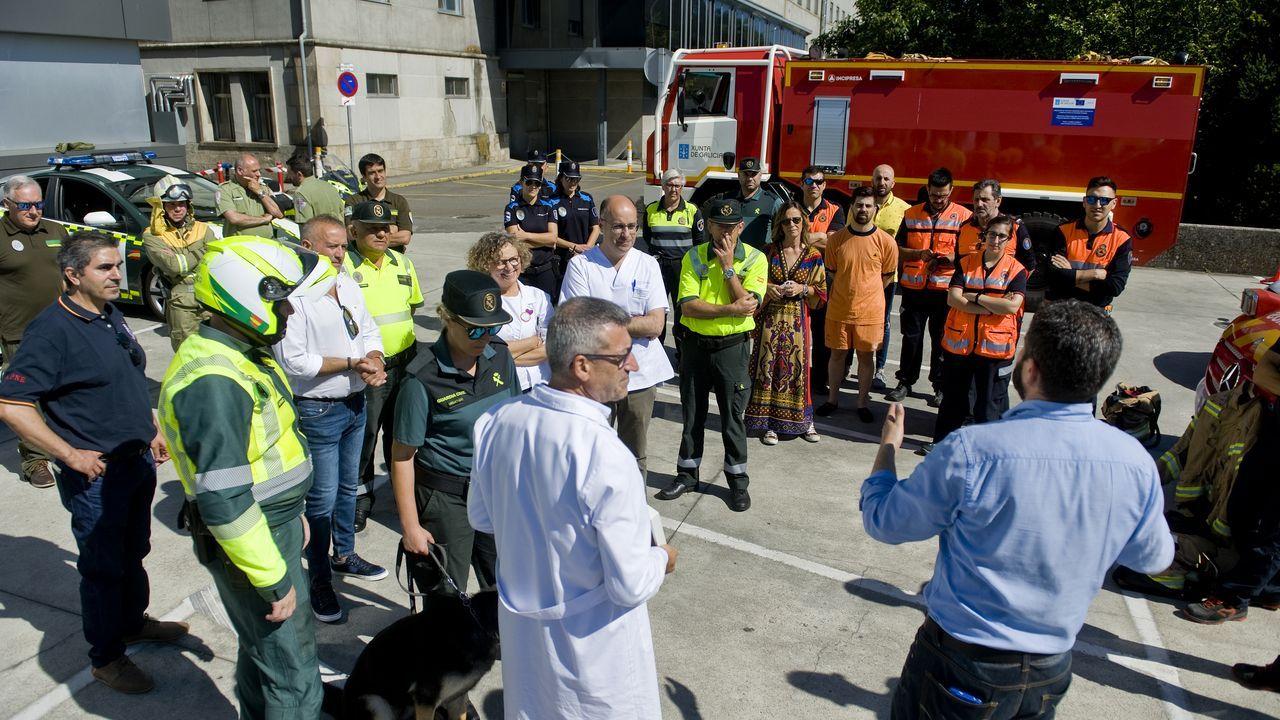 Visita de fuerzas de seguridad y emergencias al Hospital Teresa Herrera de A Coruña