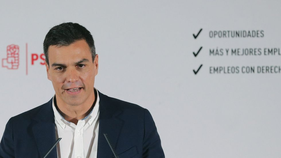 El expresidente del Gobierno José María Aznar presenta el informe de la Fundación FAES que preside, en un acto donde ha estado acompañado por el comisario europeo de Investigación, Ciencia e Innovación, Carlos Moedas.