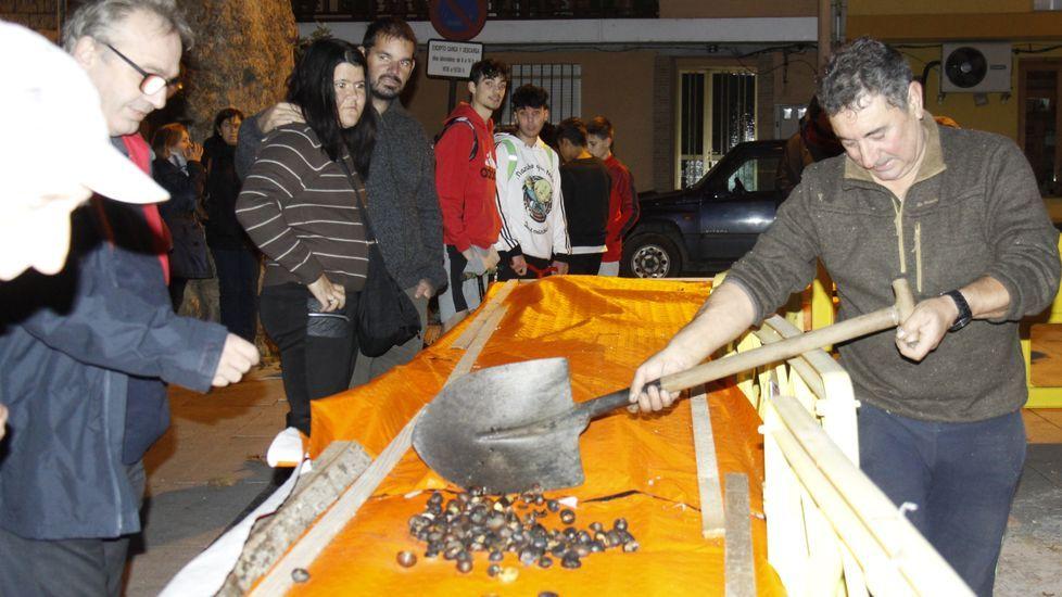 Magostos 2019.El magosto de O Barco se celebra en la praza Otero Pedrayo de Viloira