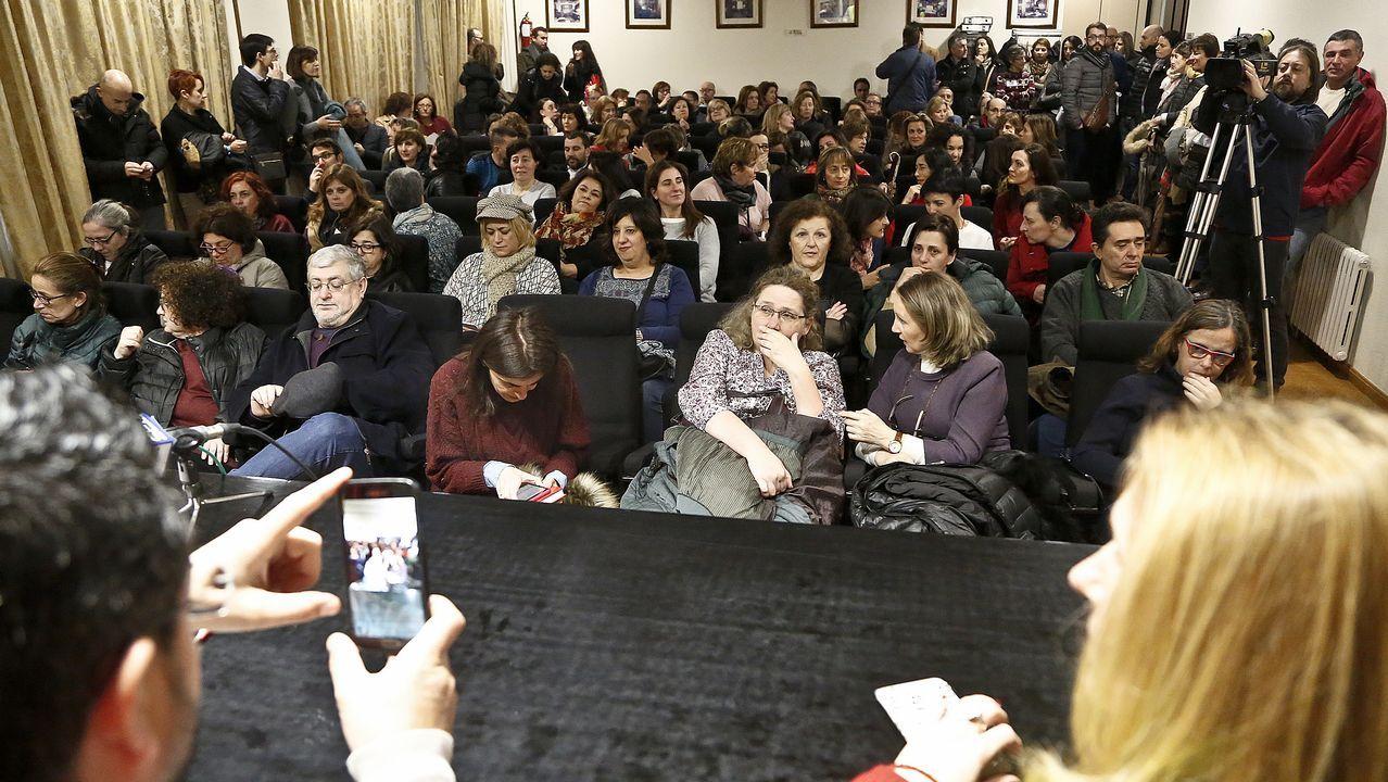 Los funcionarios de Xustiza de Pontevedra realizan un almuerzo reivindicativo en el marco de la huelga indefinida.Cola en el registro civil de Pontevedra