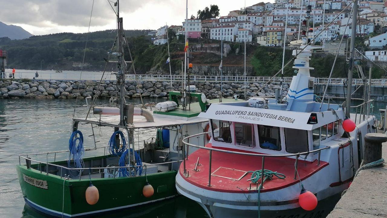 Flyover de Google Maps sobre Gijón.Barcos pesqueros en Asturias