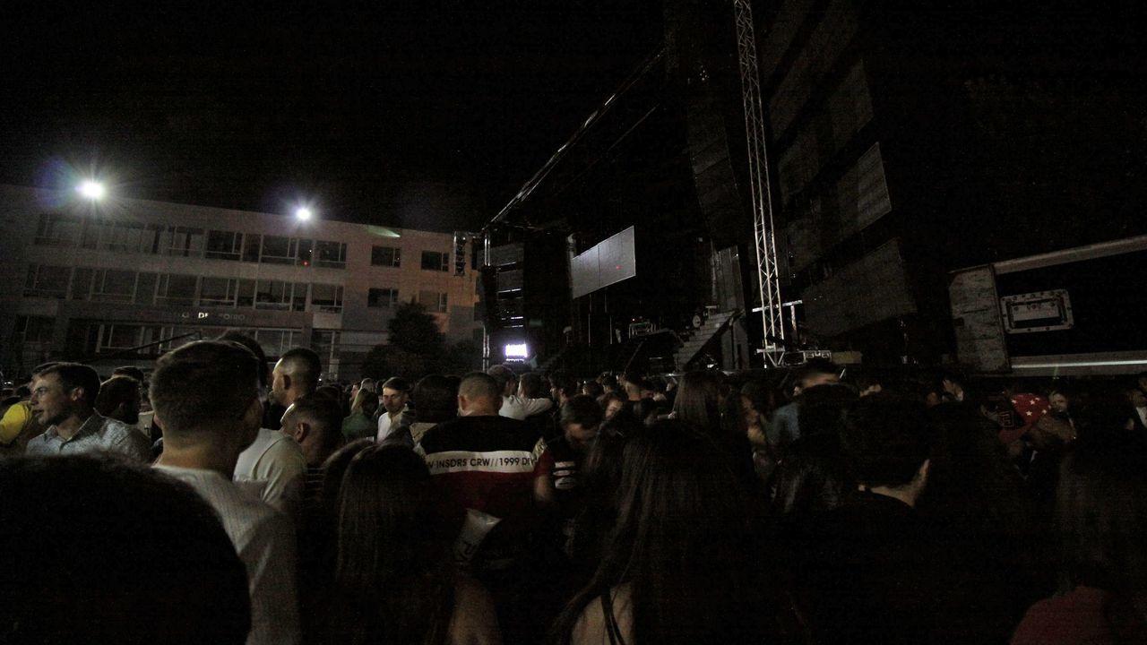¡Búscate entre el público de la actuación de Panorama en Boiro!